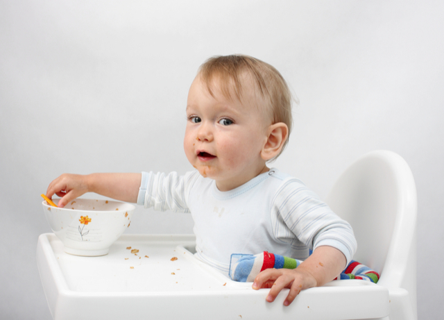 an introduction to baby led weaning, food to start, benefits of baby led weaning and danger of baby led weaning