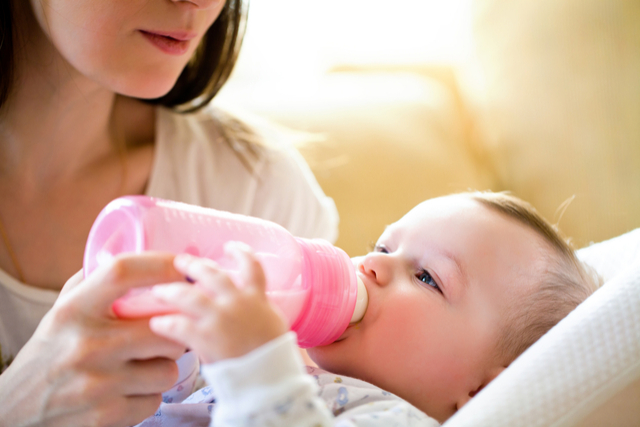 How to prepare formula for bottle feeding at home: safe way to prepare formula milk for your little ones at home.