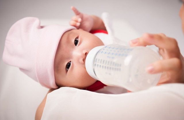 Cheap Baby Milk Powder Singapore:breast milk can help family save 2000 dollars a year and offer many health benefits to both mothers and babies. Baby milk powder price comparison is included. Buying baby milk powder from Malaysia, online, supermarket or baby fair is compared to help readers to save.