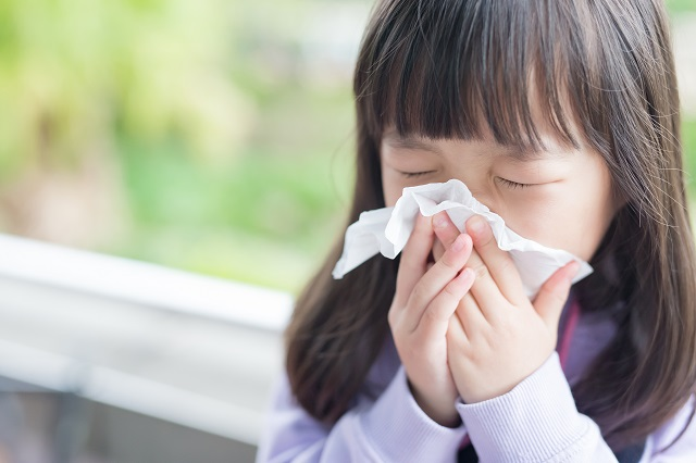It is common for children to get colds due to their weaker immune system. Thus, parents might opt for over-the-counter (OTC) drugs to relieve their child's symptoms. However, these OTC drugs should be avoided as they bring about detrimental side effects in children. In this article, we will provide effective alternatives to OTC drugs that can treat your child's cold.
