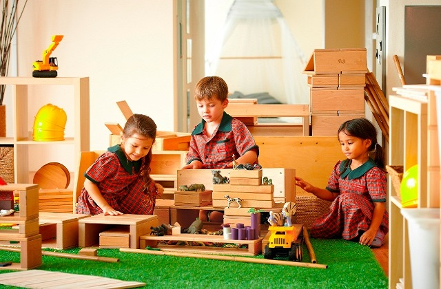 Why Is Play So Important For Your Child: important of play time to a child; it helps child to interact and understand the world around them. Benefits of play time to a child.