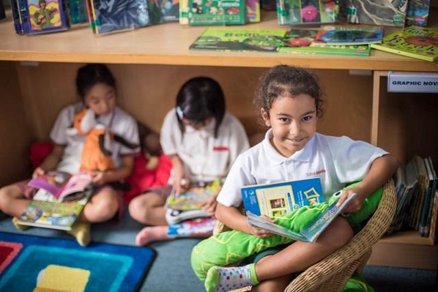 阅读,是一项需要用一生来培养的爱好和能力,它甚至可以从生命伊始就陪伴我们。因此,就如何激发孩子们的阅读识字兴趣我们总结了9条建议,并对从婴幼儿到学龄期儿童的阅读发展都做了一些阐述。