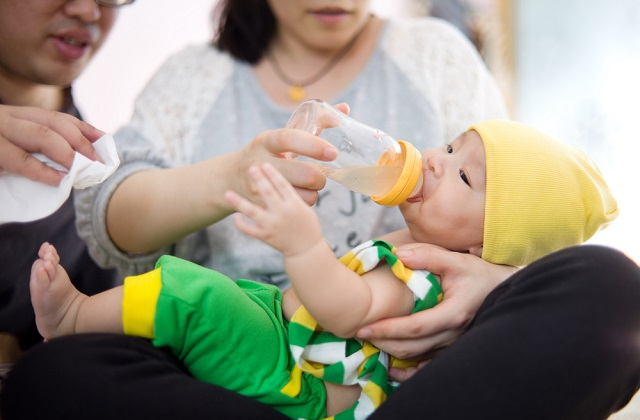 This article explains the growth of three-month-old newborns in their hearing, vision, touch reception, body movement, speech and language development, communication skills and emotional development.