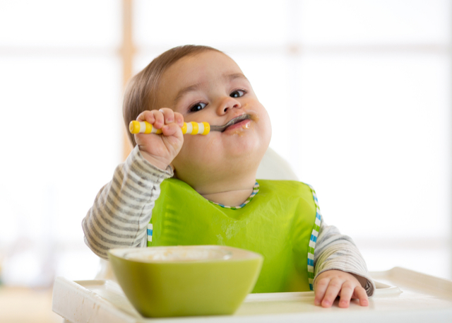 A common worry among parents is how to ensure that their toddler eats well and adequately. This is especially when it is normal toddler behaviour for them to be picky. Yet, eating sufficiently during mealtimes is important to ensure that they are getting the necessary nutrients. In this article, we provide parents with tips on how they can ensure that their children eat their meals.