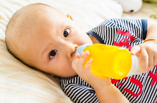 鼻子上的白色小点是新生儿出现的一种异常,但通常不需要特别处理。千万不要用错误的手段尝试去处理