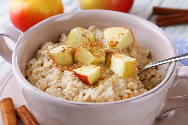 Oatmeal apple cereal for 4 months to 6 months old baby